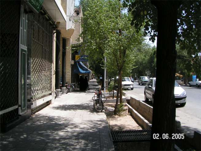 Sidewalk and pedestrians - Yazd Husein Hemmati June 2nd 2006