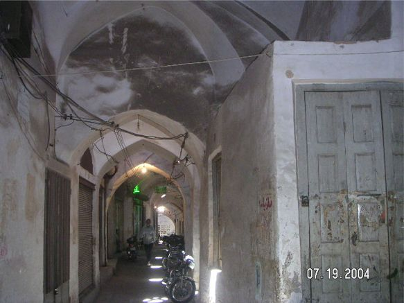 Alley way and door - Yazd, by Husein Hemmati July 2004